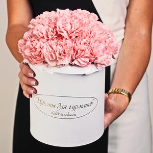 Гвоздики розовые в шляпной коробке L ~17шт