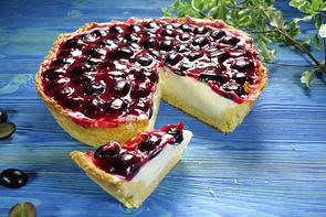Сырный торт с виноградом