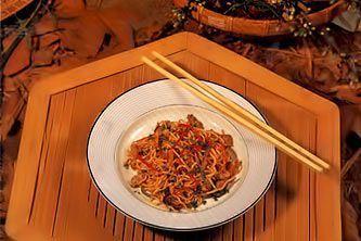 Жареная китайская лапша с моллюсками