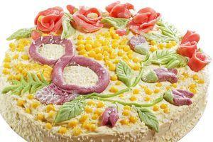Украсьте торт, проявляя свою фантазию и радуйте своих близких.