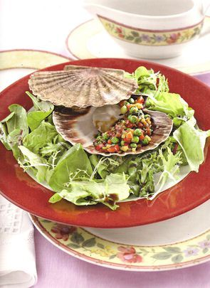 Морские гребешки с овощным соте