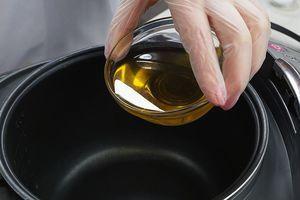 """Включить мультиварку на режим """"Жарка"""", раскалить растительное масло."""
