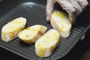 Обжарить на сухой сковороде (гриль)