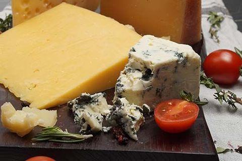 Какие бывают сорта сыров с плесенью?