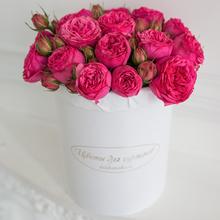 Розы кустовые Пинк Пиано в шляпной коробке XL ~29шт