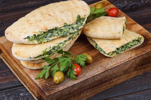 Греческая пита со  шпинатом