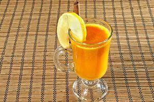 Пить сразу же, чтобы все витамины не улетучились из напитка. Можно украсить долькой лимона