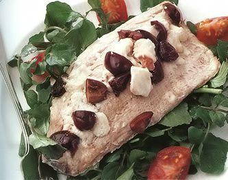 Кефаль по-гречески с маслинами  и сыром фета