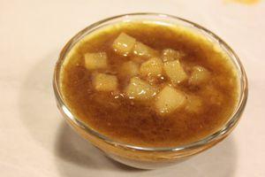 Приготовьте чатни из груши  в соответствии с указанным рецептом.
