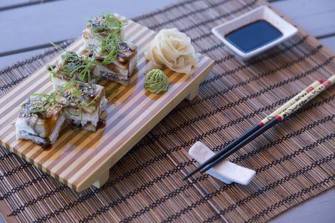 Прессованые суши с угрем