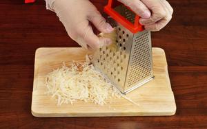 Сыр натрите на крупной терке