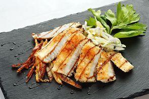 Филе судака с фреш салатом
