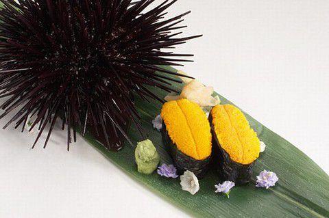 Гункан-суши с икрой морских ежей