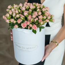 Розы кустовые Лидия в шляпной коробке XL ~29шт