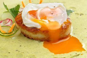 Крем-суп из петрушки с яйцом пашот