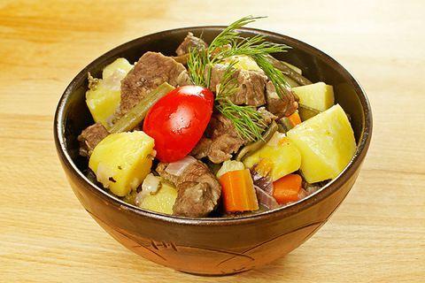 Тушеное мясо жеребенка с папоротником