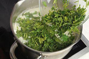 Затем добавить зелень, проварить 4-5 минут.