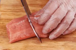 Нарезать на порционные кусочки