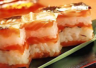 Прессованные суши  с лососем