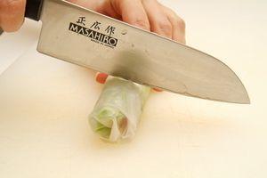 Подать к столу с кисло-сладким соусом для спринг-роллов или с соевым соусом.