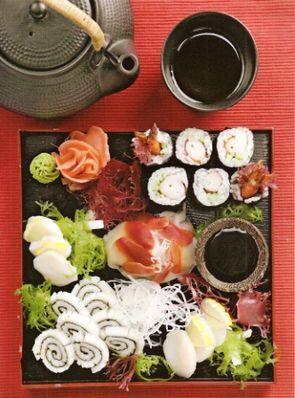 Роллы и сашими из морепродуктов
