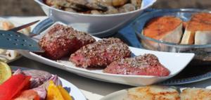 Замариновать в оливковом масле, размолотом кориандре и смеси перца с солью на 15-20 минут.