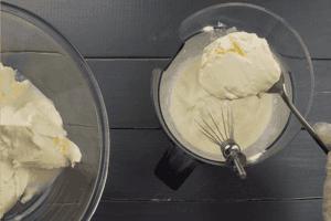 Затем добавить сыр и еще раз взбить