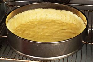 Поставьте в разогретую до 180-200С духовку примерно на 10 минут