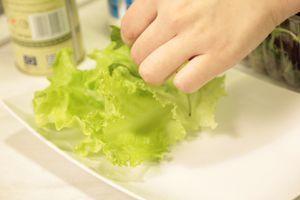 Выложить на красиво оформленную тарелку. Подать с соусом Песто.