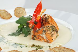 Кокосовый крем-суп с форелью