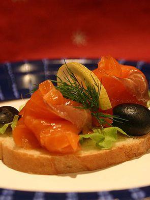 Бутерброд с семгой и форелью классический