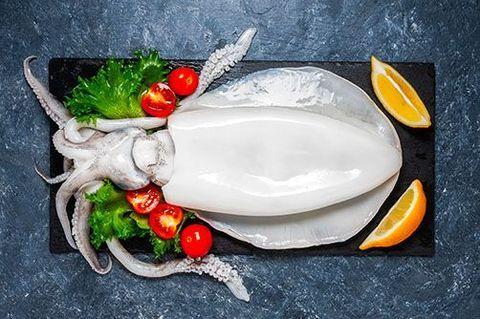 Как очистить кальмары от пленки быстро замороженные, как варить, вкусно приготовить. Рецепты пошагово с фото