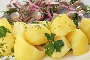 Селедочка с отварным картофелем