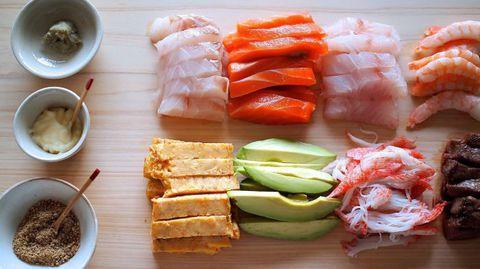 Какие ингредиенты входят в состав суши?