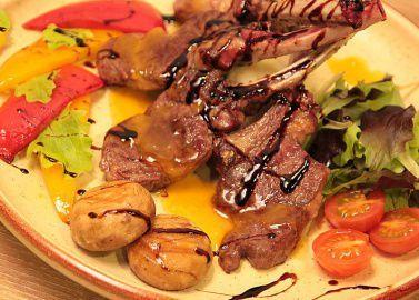 Каре барашка с соусом из маракуйи