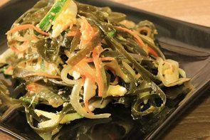 Как сделать из морской капусты салат