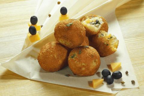 Аранчини с сыром и маслинами